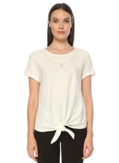 NetWork Kadın 1073767 Çizgili Nakış Detaylı Bağcıklı T-shirt Beyaz